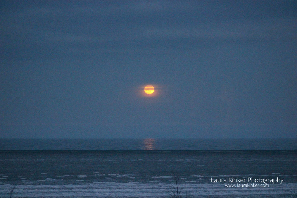 The full moon rise is happening